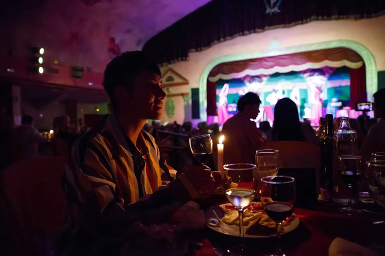 Chinese influencers at the flamenco show in sevilla