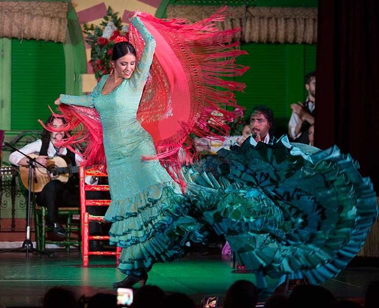 bailaora flamenca tablao sevilla