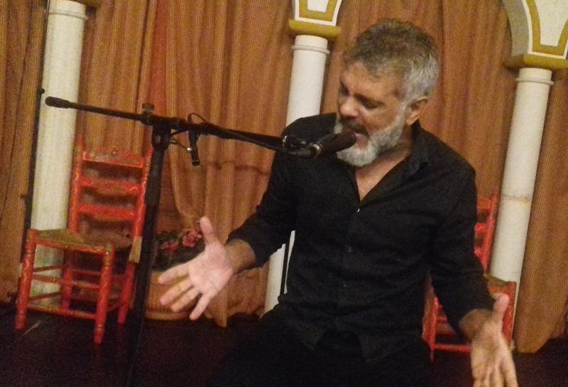 Farina, cantaor flamenco del elenco de artista del tablao flamenco EL Palacio Andaluz