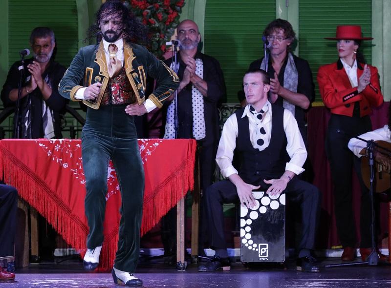 El cajón flamenco es un instrumento de percusión imprescindible en el flamenco
