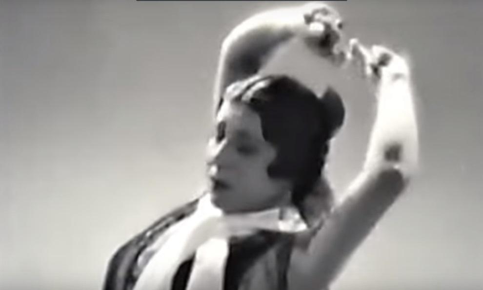 La bailaora flamenca 'La Argentinita' en una de sus actuaciones.