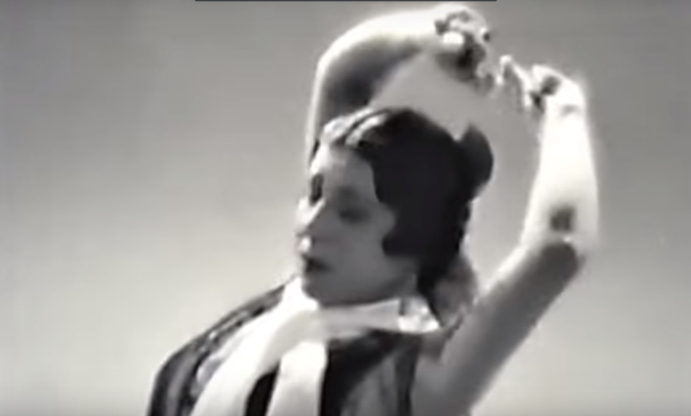 The flamenco dancer 'La Argentinita' in one of her performances.
