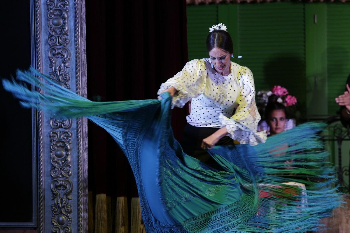 El mantón de Manila complemento perfecto para el flamenco