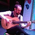 José Ramírez Chopi es guitarrista en El Palacio Andaluz de Sevilla