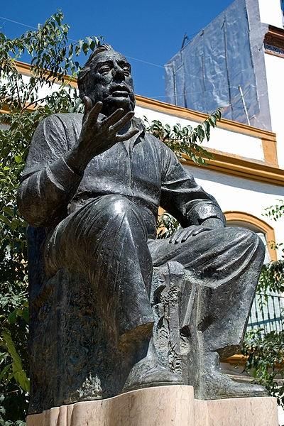 estatua manolo caracol en sevilla